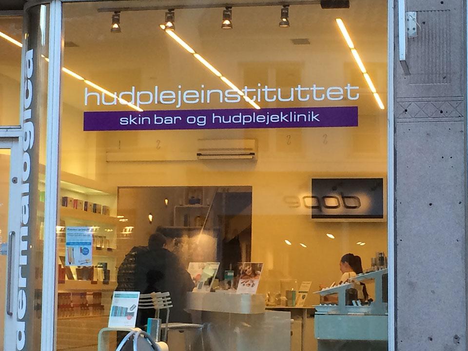 Wie spricht man den Namen dieses Geschäftes richtig aus? :)