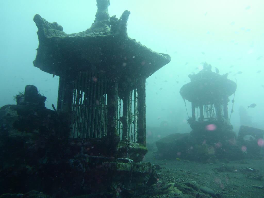 Unterwasser Tempel (bei Coral Garden)