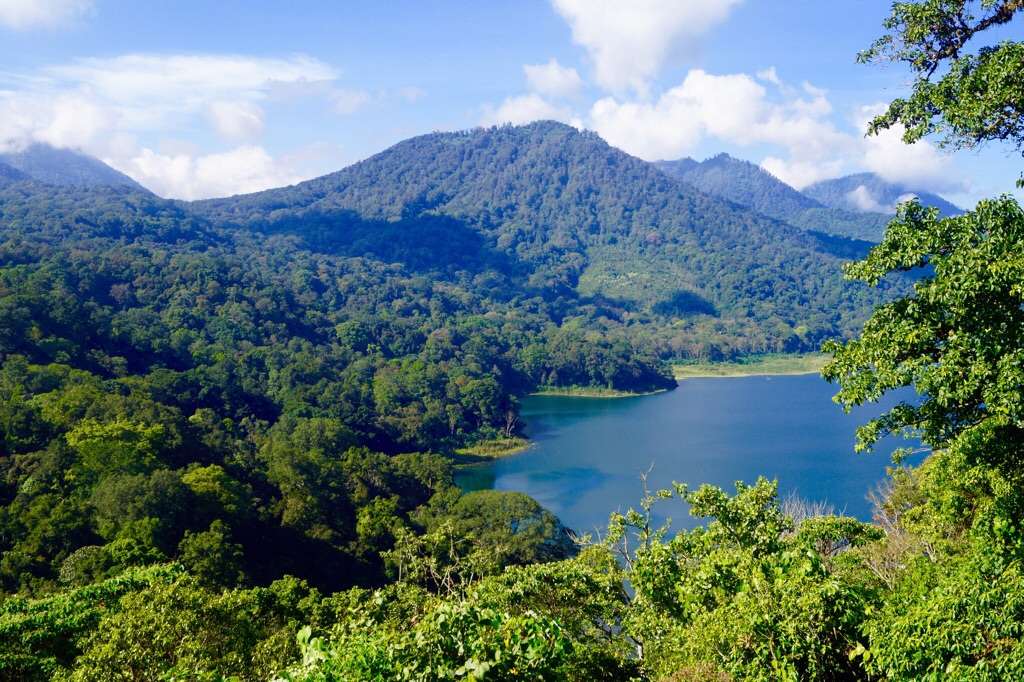 Der Danau Tamblingan See und Mount Gunung Lesong