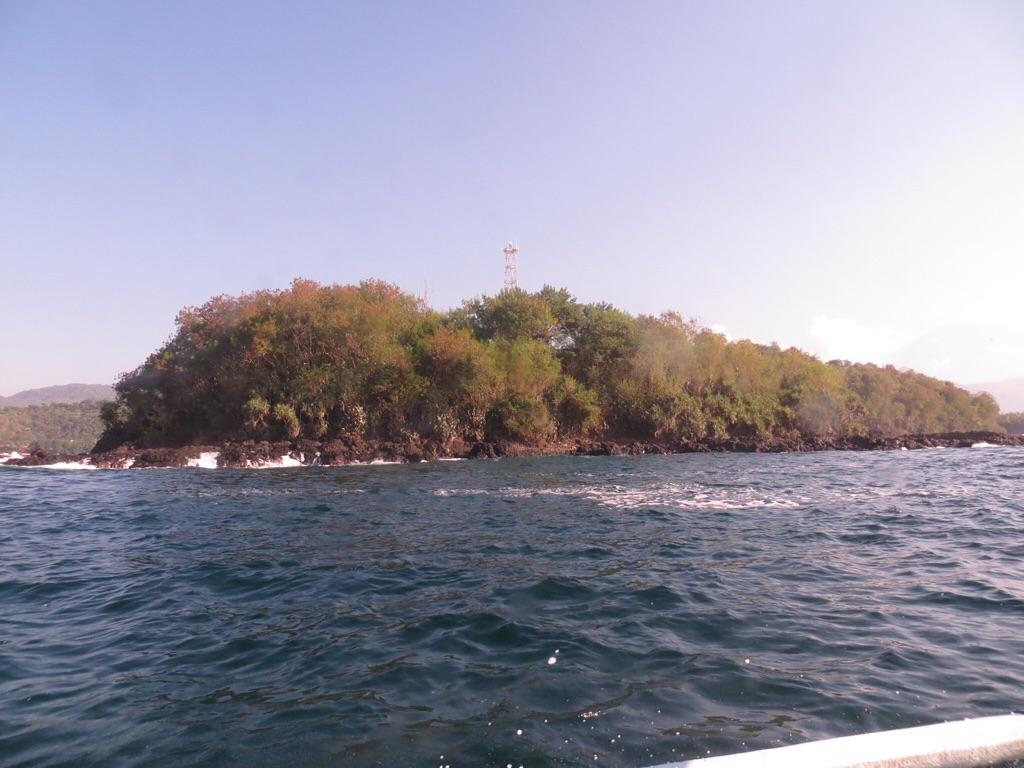 Anfahrt (Links Padang Bay, rechts Blue Lagoon Bay)