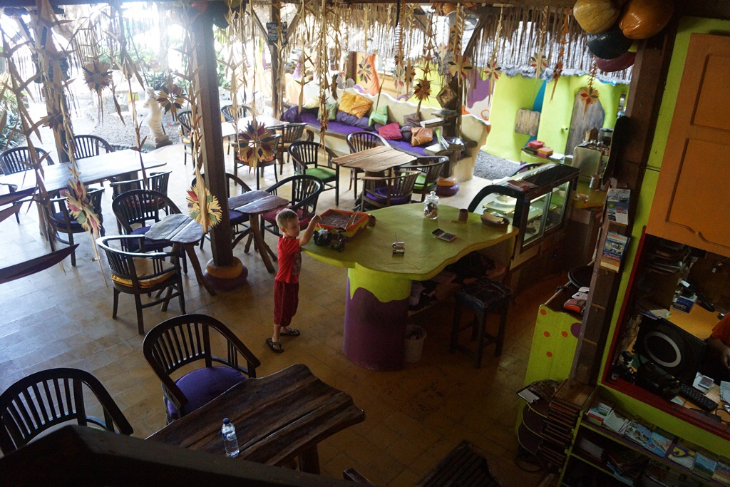 Das Untergeschoß mit Restaurant im Topi Inn (Padangbai)