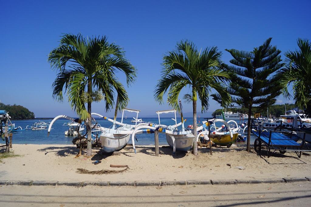 Fischer- und Tauchboote am Strand von Padangbai